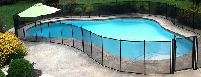 Biztonságos és stílusos medencekerítést keres? Bemutatjuk a tökéletes megoldást medencéje biztonságossá tételére.